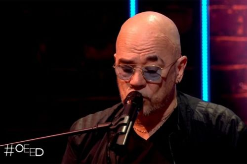 """On est en direct"":  Pascal Obispo interprète 3 titres en live au piano"